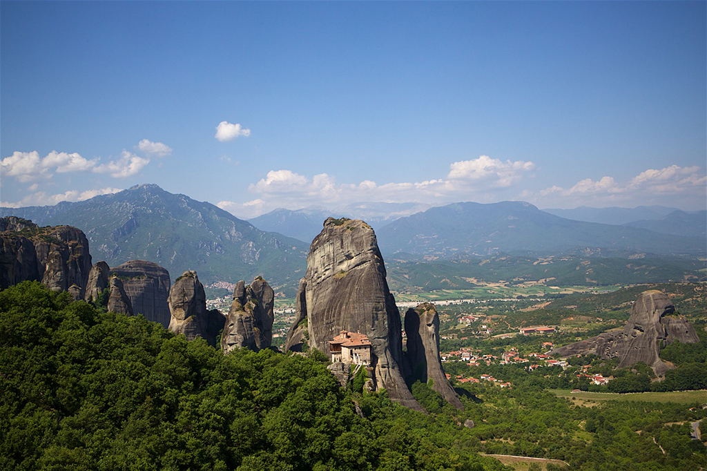 meteora-rock-formations-with-monasteries